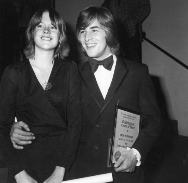 Дон Джонсон. С будущей актрисой Мелани Гриффит актера познакомила ее мама Хедрен, который он встречался в то время. Их дружба быстро переросла в нечто большее. Единственной проблемой было то, что Мелани на тот момент было 14.