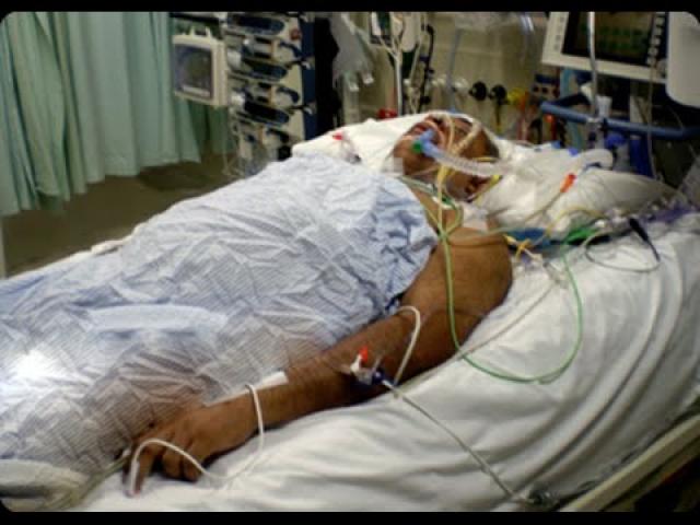 Автомобиль, которым управлял его кузен Джон Харрис, столкнулся с грузовиком. Стиви потерял сознание и в течение 4 дней находился в состоянии комы.