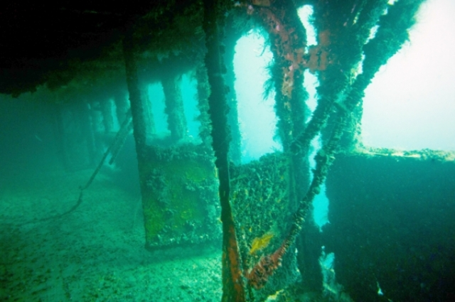 """Кстати, до этого случая минимум четыре из семи кораблей, ранее носившие имя Нахимова, терпели крушения: в 1897 году грузовой пароход """"Нахимов"""" затонул у берегов Турции, во время Цусимского сражения в 1905 году японцы потопили броненосный крейсер """"Адмирал Нахимов""""..."""