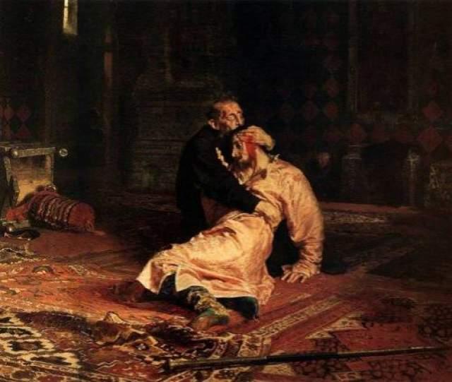 Некоторые говорят, что в Колокольне Ивана Великого иногда можно услышать плач и стенания Ивана Грозного, замаливающего свои грехи.