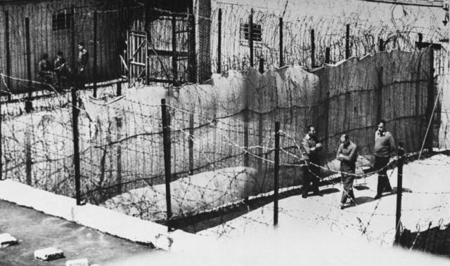 После исчезновения Эйхмана около 300 нацистов из немецкой общины в течение недели обшаривали Буэнос-Айрес в его поисках, а их агентура пыталась контролировать вокзалы, морские порты и аэродромы. Тем не менее, им так и не удалось ничего обнаружить.