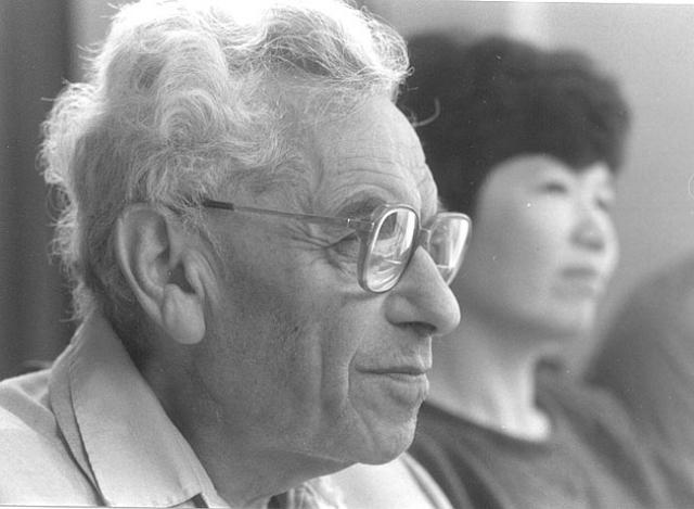 Эрдеш прославился не только своими открытиями, но и своей гиперактивностью: он придерживался привычки работать по 19 часов в сутки практически до смерти.