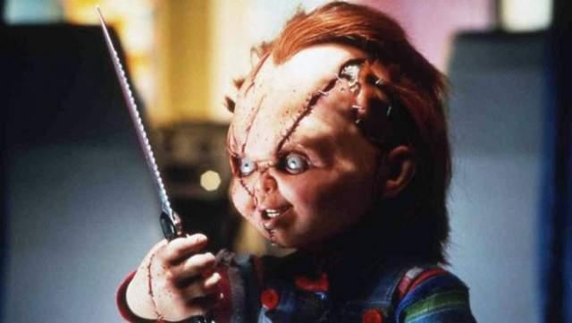 """Чаки """"Детские игры"""" Для боязни кукол есть даже специальный термин - педиофобия. Детская игрушка с душой маньяка породила цепу серию фильмов ужасов - 1988 год стал для нее лишь успешным началом."""