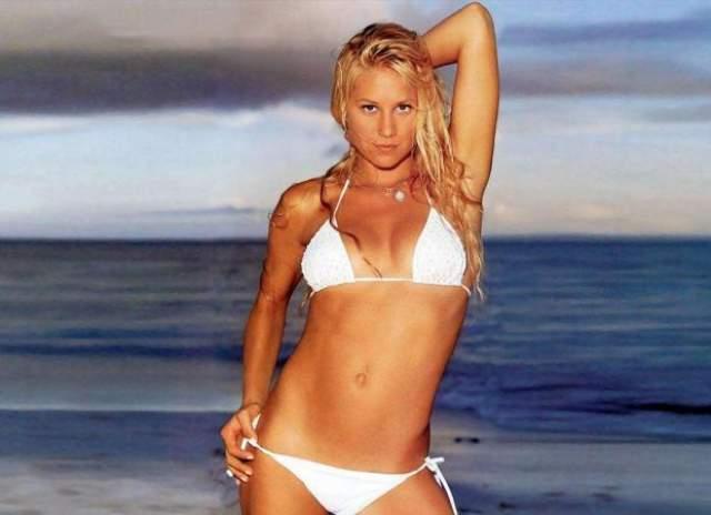 Анна Курникова. В 2000 году она стала в списке четвертой, а в 2002 году читатели журнала FHM поставили Курникову на первую строчку 100 самых сексуальных женщин в мире. В 2003-м - на восьмом.