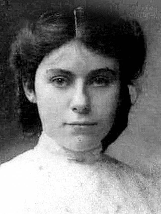 В 1908 году он встречает Эдит Мэри Бретт, оказавшую большое влияние на его творчество. Эдит была протестанткой и на три года старше его, но, преодолев все трудности, они поженились. Этот союз оказался долгим и счастливым. Супруги прожили вместе 56 лет и воспитали троих сыновей