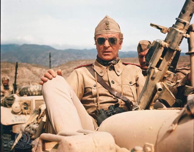 Кстати, сэр Майкл как-то заметил, что поддержал бы возвращение призыва. По его мнению, служба в армии была бы полезна для многих молодых людей.