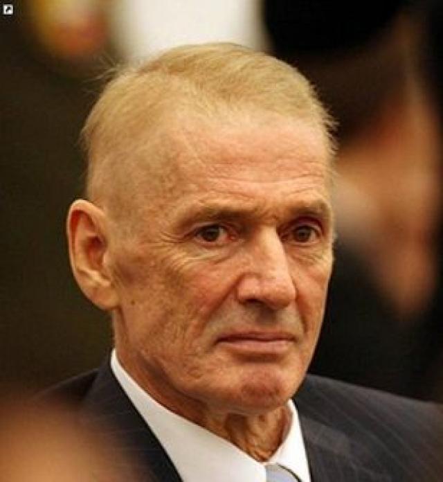 """В начале сентября Абдулов прибыл в Израиль, где в больнице """"Ихилов"""" ему диагностировали четвертую, неизлечимую стадию рака легких. 3 января 2008 года в 7:20 актер скончался."""
