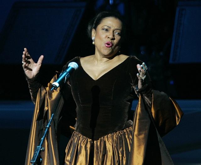 В результате постоянных скандалов и многочисленных жалоб коллег певицу уволили из престижнейшей Метрополитен Опера, после чего в оперных постановках участия она не принимала.