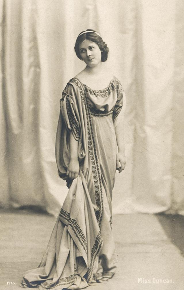 Айседору Дункан считают основоположницей современного танца. К 44 годам за ее плечами было несколько неудачных романов, но как убежденная феминистка, замуж она выходить никогда не собиралась.