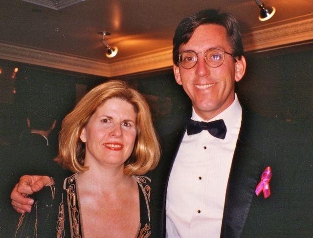 Политик потребовал от властей активности в предотвращении СПИДа и борьбе с ним. Боб Хаттой умер в марте 2007 года.