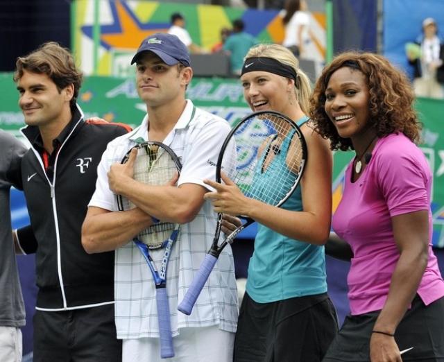 Тем не менее, Энди не пропустил презентацию нового аромата от российской теннисистки, где его и заметили фотографы.