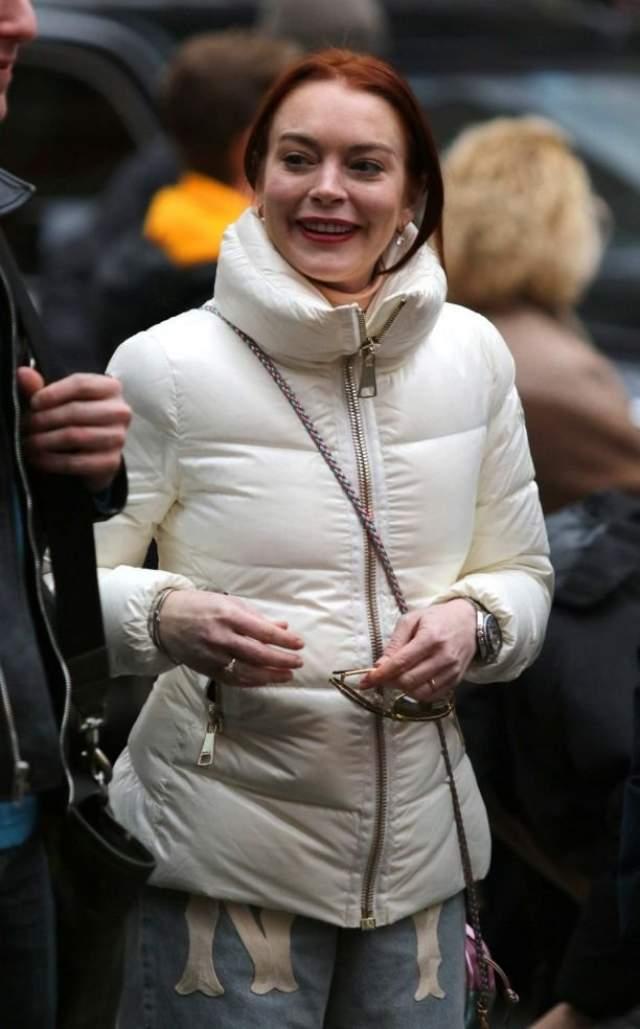 Разве что недавно было замечено обручальное колечко на пальчике актрисы - но жених к кольцу не прилагался. По крайней мере, на фото.