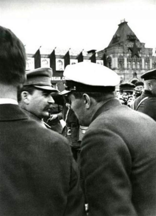 И. Сталин встречает челюскинцев на Красной Площади. Автор Халип Яков, 1934 год