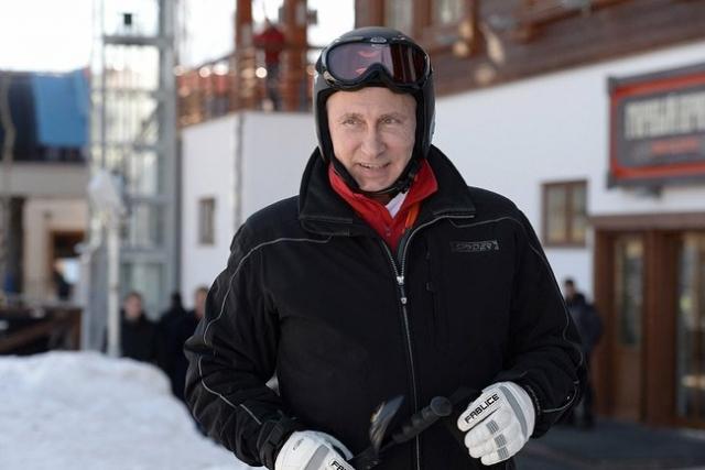 Помимо восточных единоборств Путин увлекается горными лыжами на вполне профессиональном уровне.