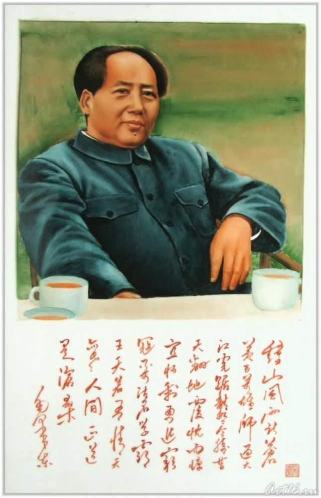 Удивительно, что всю свою жизнь, Мао писал стихи. Специалисты - литературоведы даже отмечают, что он был поэтом-романтиком. Вот строки, обращенные к любимой, которые написал революционер в разлуке: Дождинки слег вот-вот прольются. И море облаков несется надо мной. О, Небо! Что тебе известно? Ведь в мире так близки - она и я, И нет других на свете...