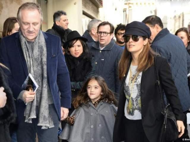 К слову, отец Валентины, Франсуа-Анри Пино, является миллиардером, а по совместительству - экс-любовником Линды Евангелисты, которая тоже родила в 41 год своего первого сына. От того же Франсуа-Анри Пино. В октябре 2006 года.