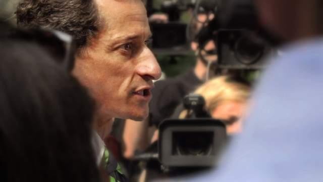 """""""Я болен, и моим поступкам нет никакого оправдания"""", - сказал он, обращаясь к судье федерального суда в Манхэттене. Расследование в отношении Винера началось после того, как школьница рассказала Daily Mail о своих интимных переписках с экс-конгрессменом в период между январем и июлем 2016 года."""