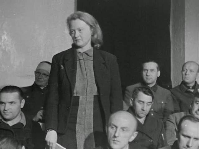 Она начала работать секретарем и одновременно охранницей в концлагере Заксенхаузен под Берлином. Карл Кох туда же устроился комендантом.