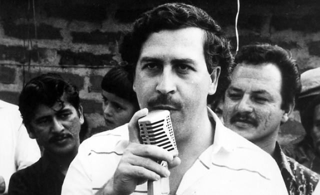 В 1989 году Пабло Эскобар вновь попытался заключить сделку с правосудием. Он согласился сдаться полиции, если правительство выступит гарантом того, что его не выдадут Соединённым Штатам. Власти ответили отказом.
