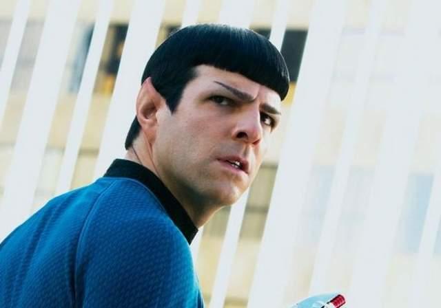 """Закари Куинто. Американец с итало-ирландскими корнями часто снимается в фильмах, но сделала его знаменитым роль капитана Спока в возрожденном сериале """"Звездный путь""""."""