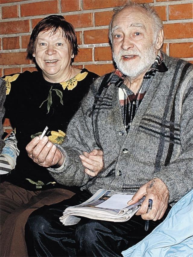 Актер перенес инфаркт миокарда, а через пять лет операцию на сердце. 28 ноября 2009 года актер был госпитализирован. 4 декабря 2009 года в 15:35 по Москве на 82-м году жизни Тихонов скончался.