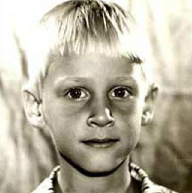 Вот таким был в детстве бесстрашный гардемарин Алешка Корсак, он же Дмитрий Харатьян .