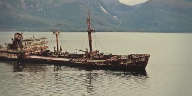 Когда патрульные катера достигли района прицеливания, то их экипажи были весьма удивлены тем, что судно очень старое, построенное 100 лет назад и зарегистрировано, как Котопакси - легенда Бермудского Треугольника.