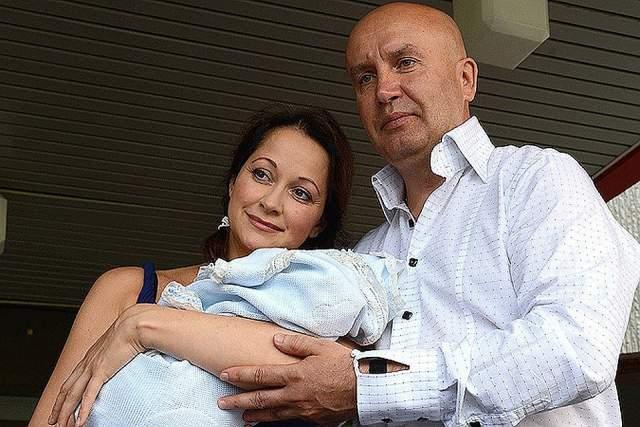 Ольга Кабо - родила второго ребенка в 44 года. На момент рождения сына Виктора у актрисы уже была 13-летняя дочь Таня от предыдущего брака, у ее мужа Николая Разгуляева было двое детей.