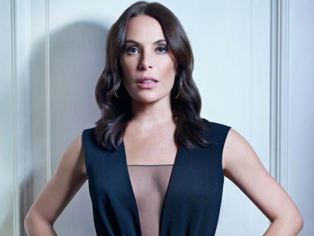 Каролина Ферраз. Продолжает сниматься в сериалах. С 2012 года Каролина состоит в фактическом браке с врачом Марсело Маринсом. У пары есть дочь - Исабель Маринс.
