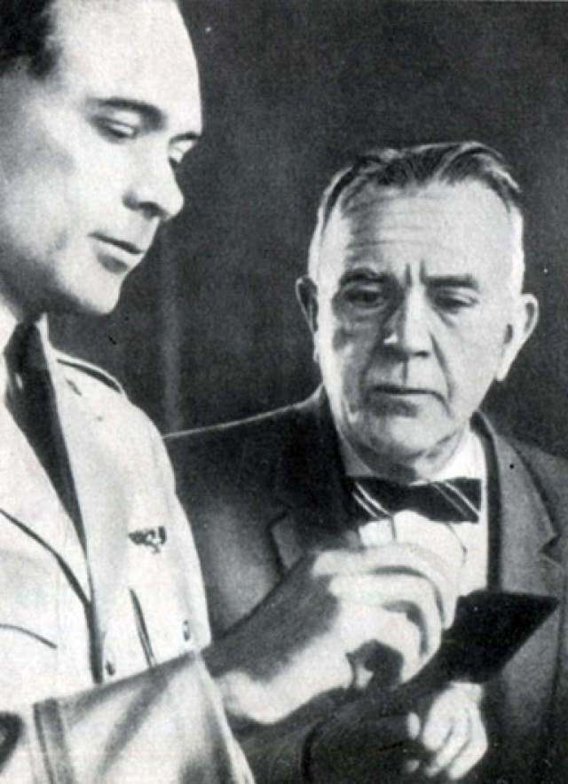 Библиотека авиационной медицины на военно-воздушной базе Брукс в Сан-Антонио, Техас, была даже названа в честь Губертуса Штругхольда (на фото справа) . Однако, вскоре ее преименовали, так как документы Нюрнбергского процесса связывают Штругхольда с медицинскими экспериментами, в ходе которых пытали и убивали заключенных из Дахау.