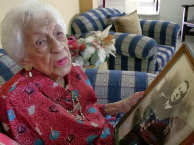 В 1917-м вышла замуж за офицера, итальянца Антонио Каповилья. В 99 лет она внезапно заболела и ее уже практически отпели в католической церкви - но Мария сумела выкарабкаться. Более того, до самой смерти она ходила без палочки, читала газеты, смотрела телевизор и отличалась неплохим здоровьем.