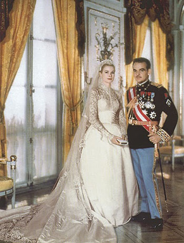 Свадьбу оскароносной актрисы Грейс Келли и князя Монако Ренье III называют свадьбой века.