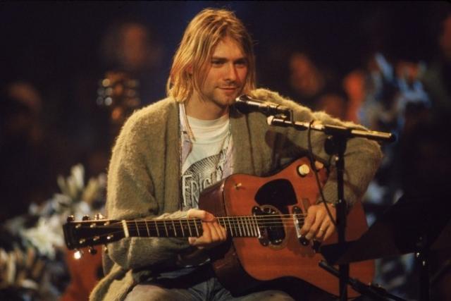 """""""Nirvana"""" сделала революцию в стиле гранж, превратив его из подвального жанра в мейнстрим. К сожалению, Курт Кобейн стал членом страшного клуба 27 музыкантов, которые умерли в возрасте 27 лет."""
