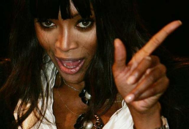 """Наоми прославилась сложным характером и редко когда шла на уступки, за что и получила прозвище """"черная пантера"""". Не всем приходятся по вкусу подобные выходки, а потому еще в 80-х """"Dolce & Gabbana"""" отказались с ней работать…"""