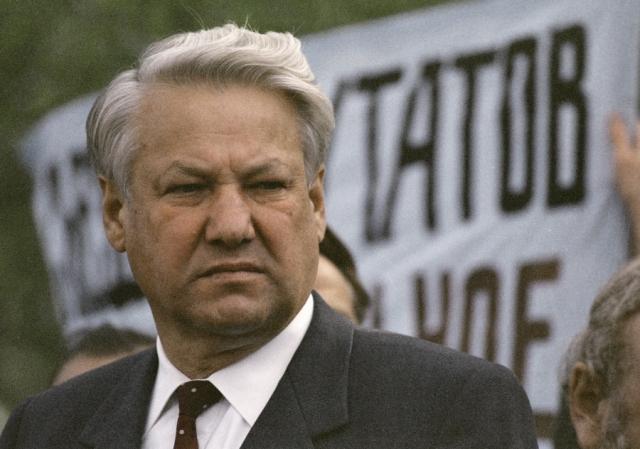 """Известная фраза """"Борис, ты не прав!"""" была произнесена Лигачевым, который обвинял Ельцина в том, что именно по его вине в Свердловской области в то время использовались талоны на продукты питание."""