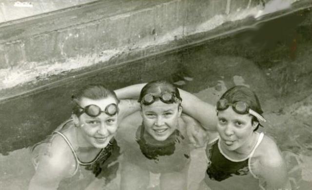 Для советской сборной 1980 год стал триумфальным. Наши пловцы выиграли 7 золотых, 9 серебряных и 5 бронзовых наград. Оксана Комиссарова на этой олимпиаде была лишь пятой.