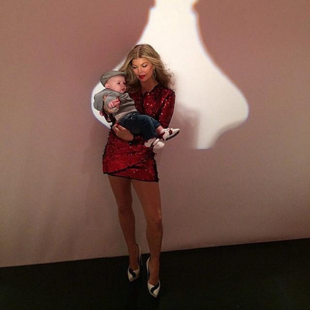 Ферджи и ее малыш Эксл Джеймс.