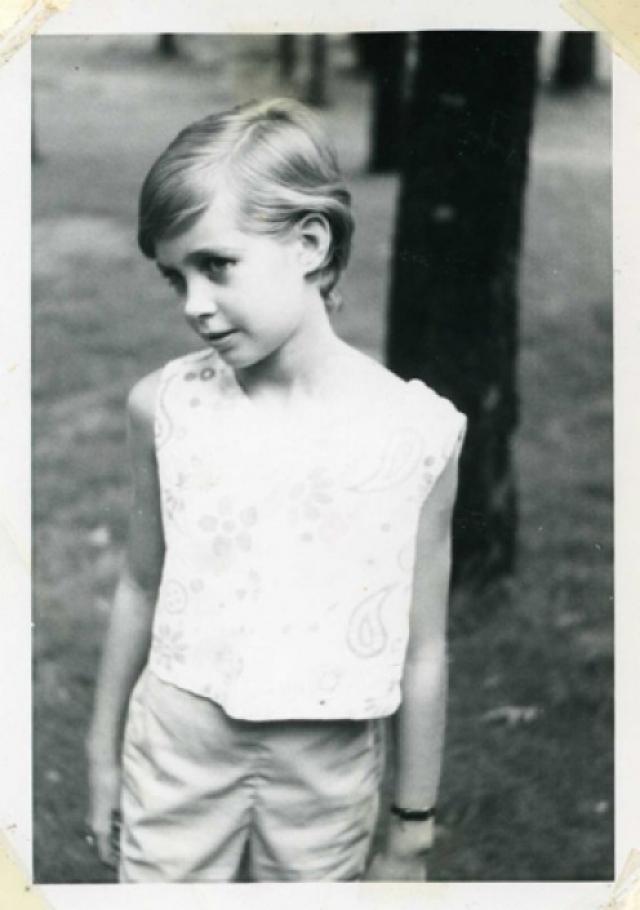 Твигги. Знаменитая девочка-тростинка по имени Лесли Хорнби в далеких 60-х своим появлением ввела в моду худобу, короткие стрижки, большие глаза и ресницы - паучьи лапки.