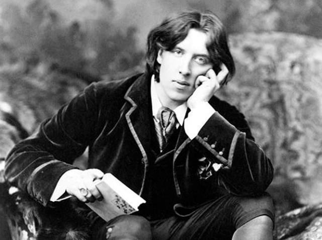 Долгое время считалось, что Уайльд болел сифилисом, но последние заключения медиков говорят о том, что у него была ушная инфекция.
