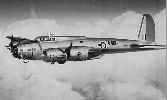 После того, как он выпрыгнул из своего сбитого бомбардировщика B-17, Маги пролетел вниз 6705 метров и упал сквозь стеклянную крышу железнодорожной станции Сент-Назарин.
