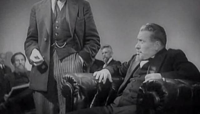 """Дебют же состоялся еще в 20-х, а одна из первых заметных ролей - в фильме """"Ленин в Октябре"""" (1937)."""