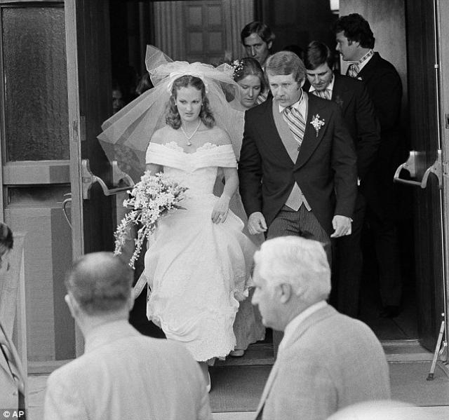 По истечении срока тюремного заключения девушка счастливо вышла замуж за своего телохранителя и живёт с семьёй в пригороде Нью-Йорка.