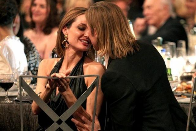 Однако, все стало известно сразу же после выхода фильма: Брэд развелся с Энистон, а 11 января 2006 года Анджелина Джоли в одном из интервью заявила, что беременна от Брэда Питта, тем самым, подтвердив их роман.