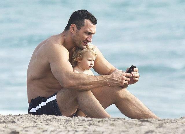 В апреле 2015 года Кличко был замечен на пляже Майами с 4-месячной дочкой Кайей Евдокией (от американской актрисы Хейден Панеттьер)
