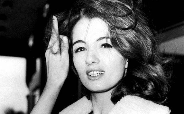 Кристин Килер. В возрасте неполных 16 лет в 1957 году приехала в Лондон, спасаясь от скуки в провинциальном родном городке.