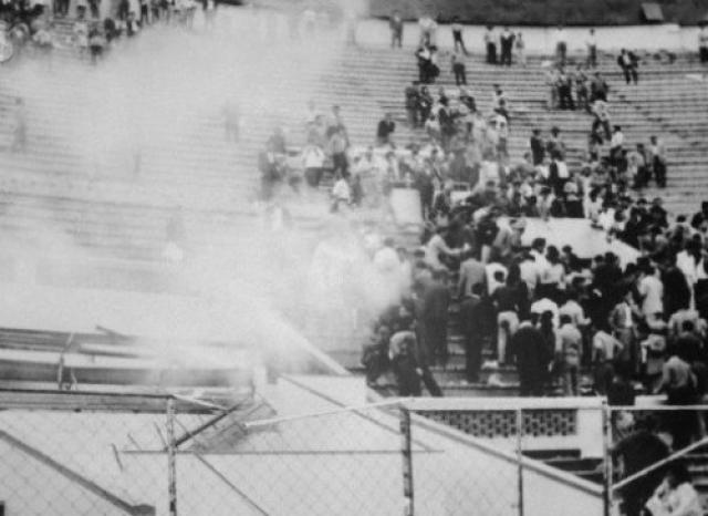 """24 мая 1964 года. Лима. Перу. Инцидент произошел на стадионе """"Эстадио Насиональ"""" во время квалификационного матча сборных Перу и Аргентины за право поехать на Олимпиаду в Токио."""