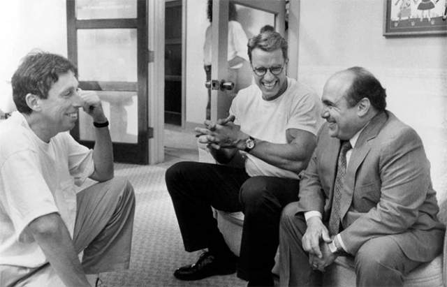 """Арнольд Шварценеггер, Денни ДеВито и Иван Рейтман на съемках фильма """"Джуниор"""", 1994 год."""