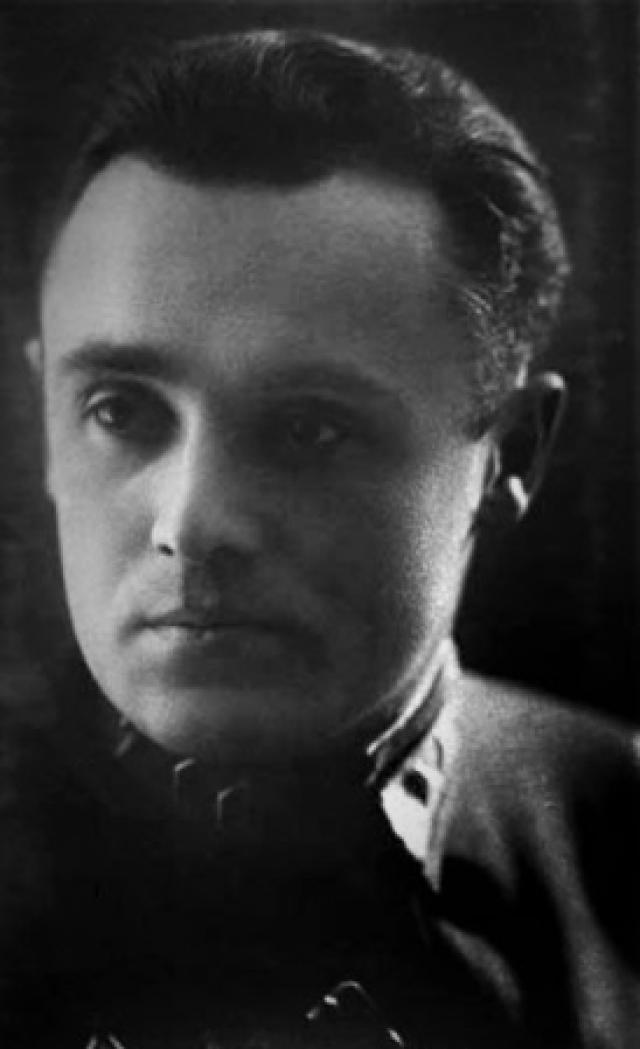 """В 1933 году Королев получает должность заместителя директора Реактивного научно-исследовательского института. Ему настоятельно """"рекомендуют"""" забыть о полетах в космос и сосредоточиться на ракетостроении."""