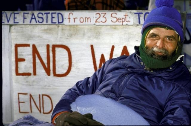 В США голодовка Хайдера прошла незамеченной. Как стало известно позже, астрофизик вовсе не сидел на лужайке у Белого дома каждый день. Открыл и раскрутил доктора корреспондент Гостелерадио в Вашингтоне Владимир Дунаев.