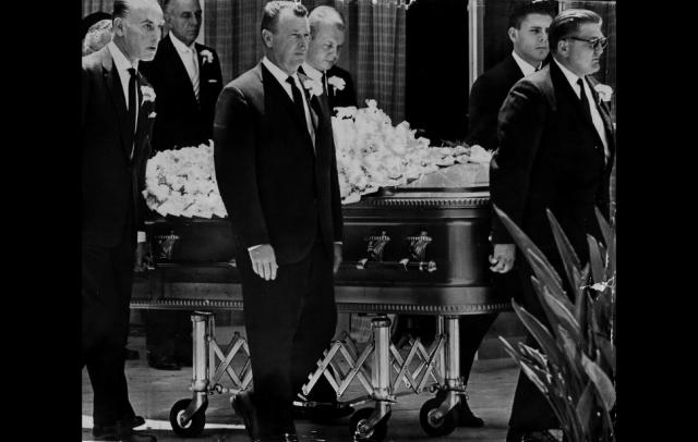 Ее похоронили в стенном склепе 8 августа 1962 года на Вествудском кладбище. На похороны пришел лишь один из ее бывших супругов.